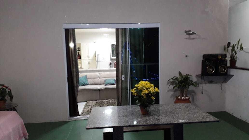 sala,cozinha, 2quartos, 2 banheiros, 2 garagem e uma ampla á