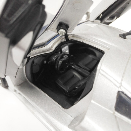 saleen s7 2004 escala 1/18 motormax