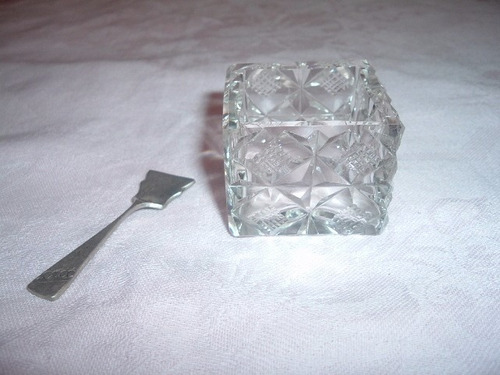 salero de cristal con cucharita plata alemana