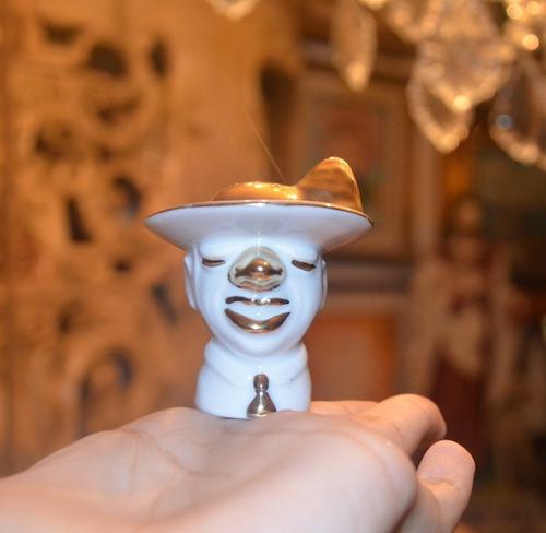 salero de porcelana. rostro de payaso