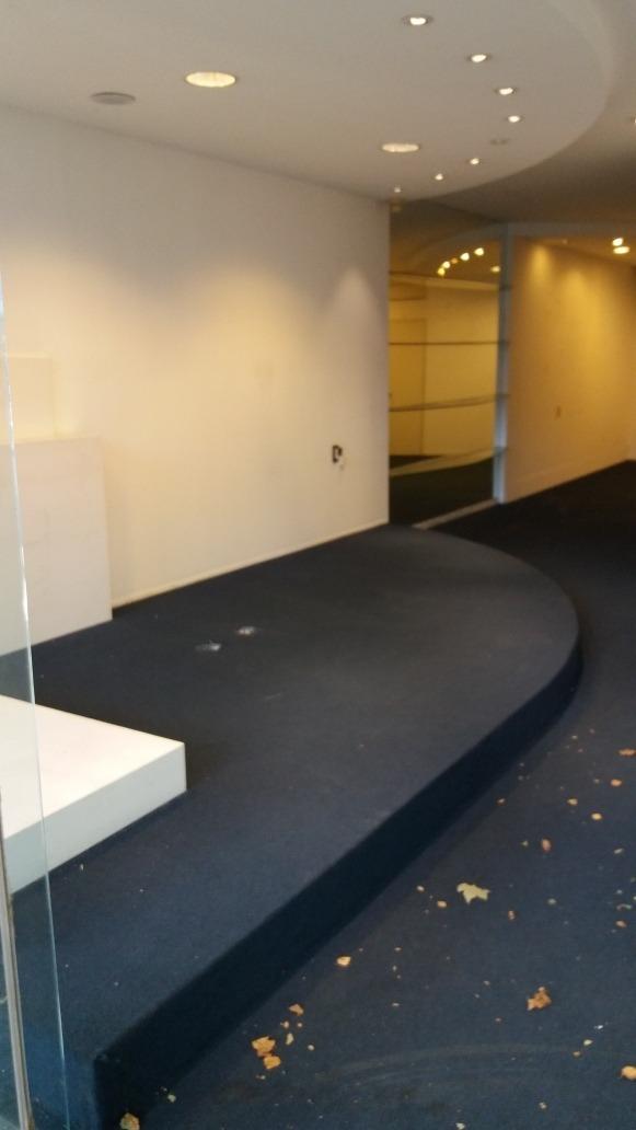 salon 50 m2 espectacular ubicación y zona muy comercial
