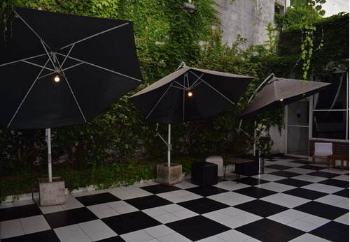 salón de fiestas c/protocolo 20 per. con patio al aire libre