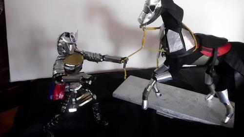 samurai con caballo muñeco armadura figura en lata escultura