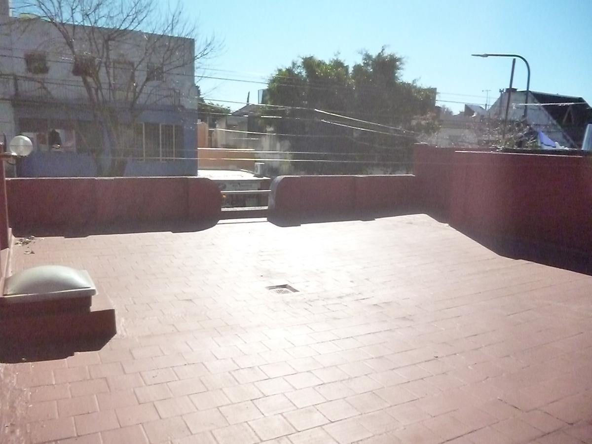 san blas y nazca. ph 4 amb 2 baños. 2 patios. terraza.