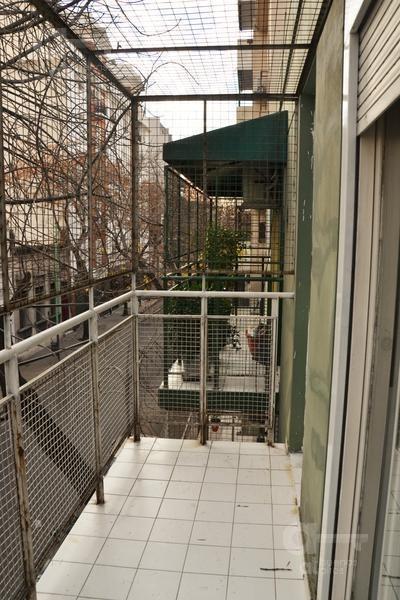 san cristobal. departamento 2 ambientes con balcón. muy bueno!