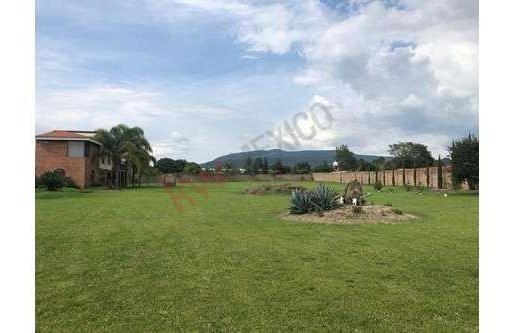 san isidro mazatepec, terreno totalmente bardeado con hermosa casa de campo