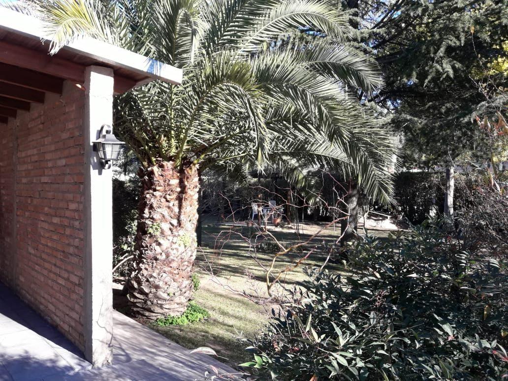 san luis,  juana koslay ; 7km de san luis capital , importante propiedad en un lote de 1.070mts, planta baja , amplio living - comedor , cocina comedor  f: 7751