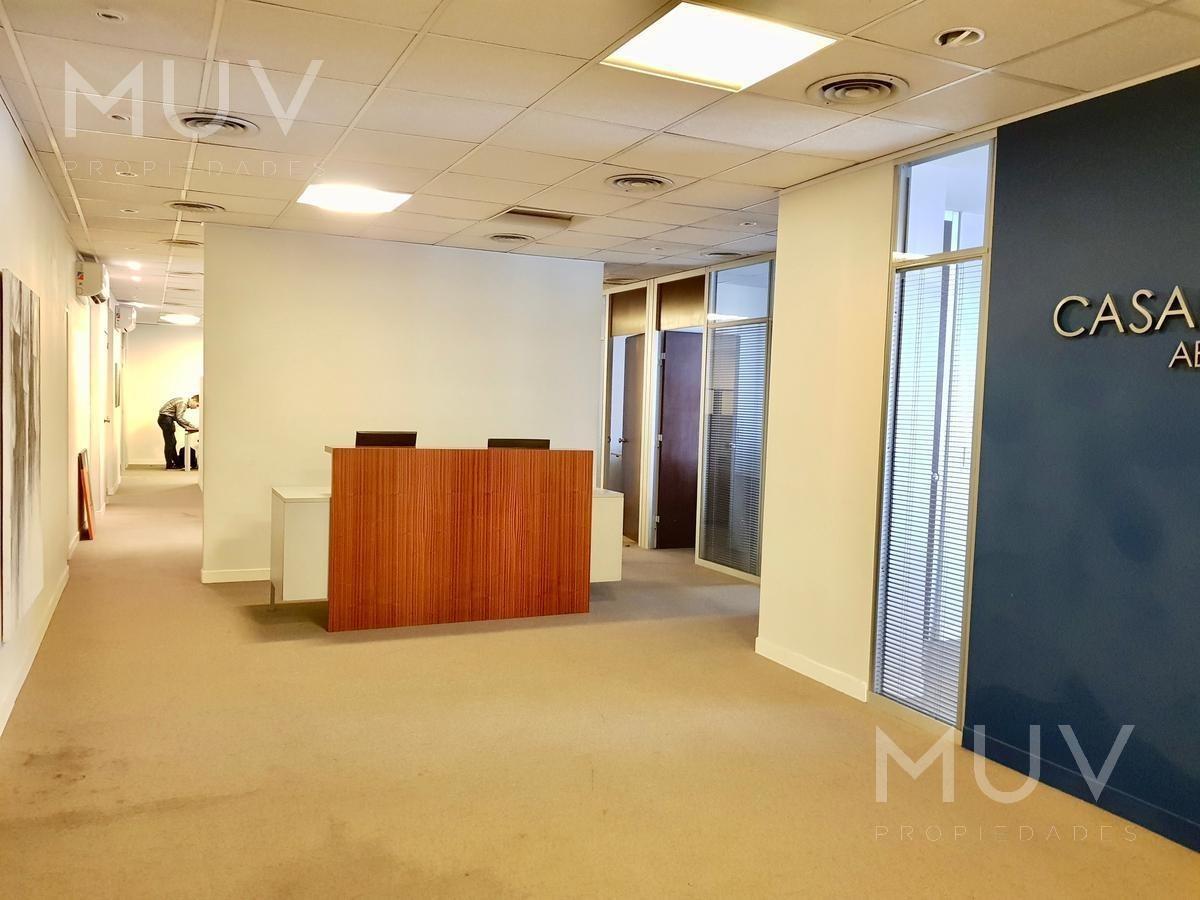 san martin esq. sarmiento  impecable oficina en alquiler en edificio premium  precio paquete.