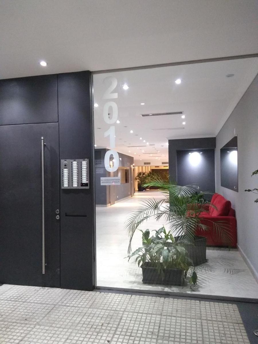 san nicolas - bme mitre 2000-  1 amb. 6 piso - cfte - lobby 200 mts - apto prof.