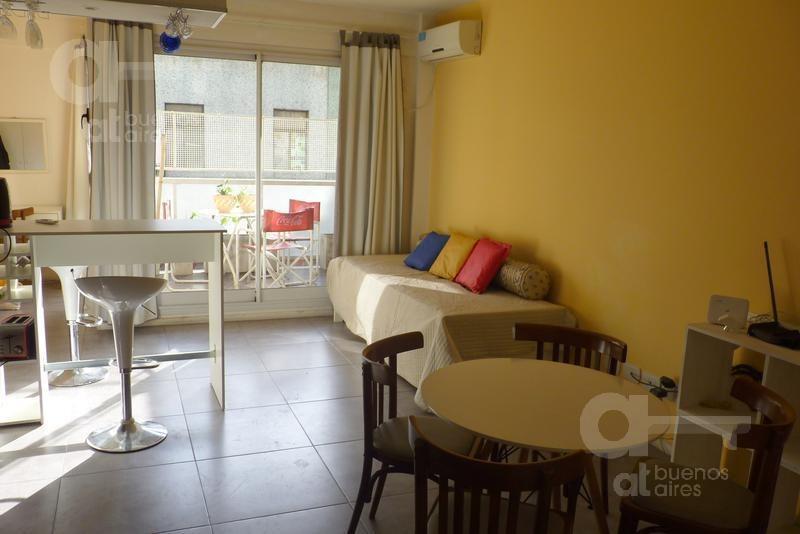 san telmo. departamento ambiente y medio con balcón. alquiler temporario sin garantías.
