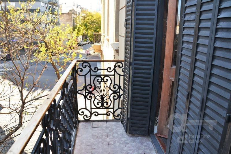 san telmo. moderno loft con balcon y terraza. alquiler temporario sin garantías.