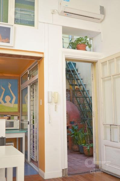 san telmo- ph totalmente reciclado c/patio - ideal estudiantes-alquiler temporario sin garantías.