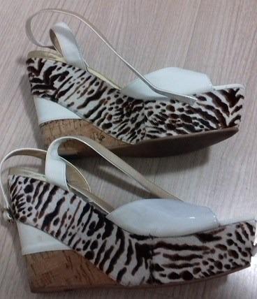 sandália anabela branca e pantera - andarella