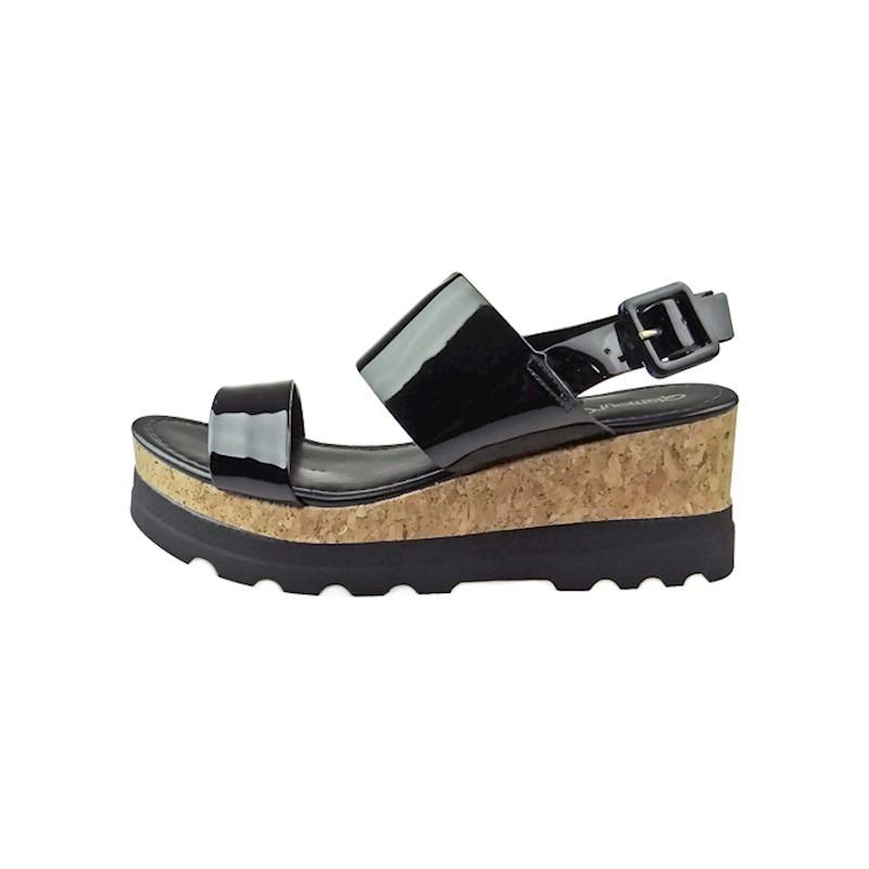 dc39fc74d0 sandália anabela com salto tratorado verniz - preta. Carregando zoom.
