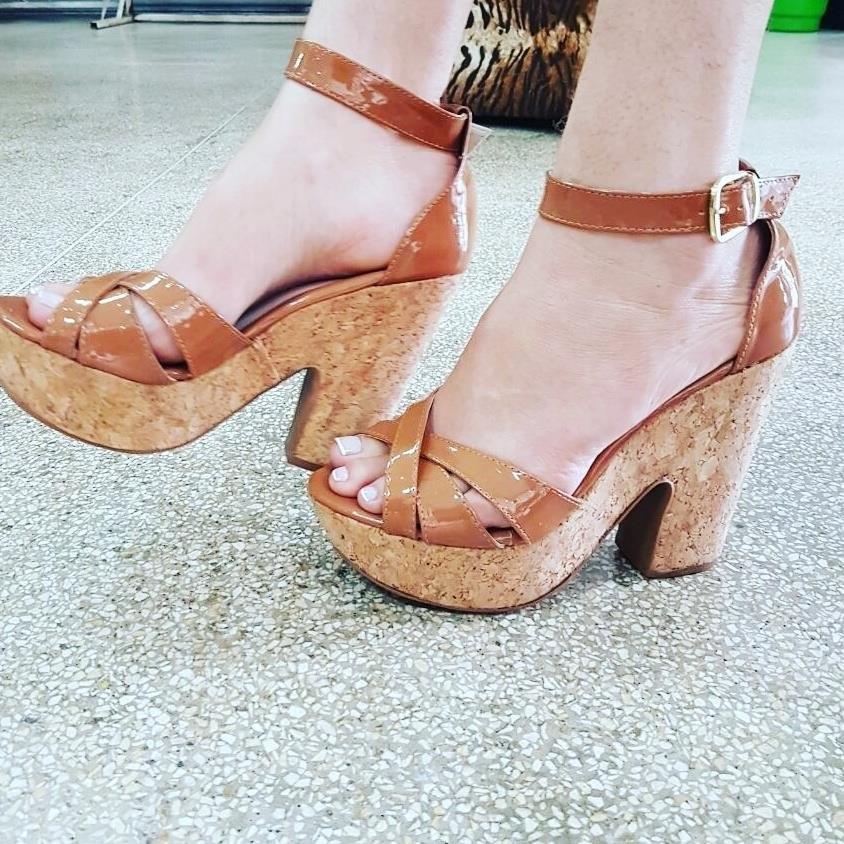 8599aeaaca sandália anabela plataforma feminino inspiração moda 401. Carregando zoom.