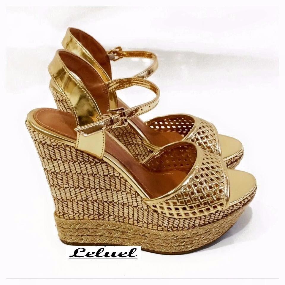 dd6946a661 Sandália Anabela Salto Alto Dourada Marca Leluel Shoes - R  109