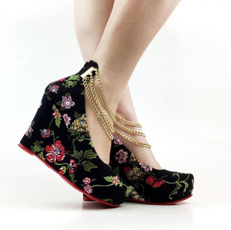 b4bad22e86 sandália anabela salto alto floral florida preta sola vermel. Carregando  zoom.