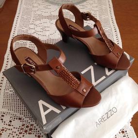 5aa3b5e1f Sapatos Femininos Arezzo - Sandálias e Chinelos no Mercado Livre Brasil