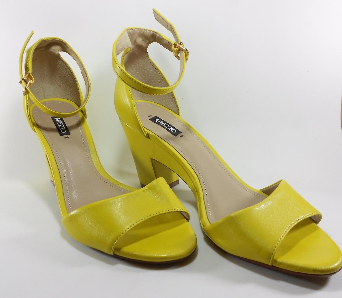 cc4c4dba5c Sapato Sandalia Feminina Arezzo Couro Amarela Salto Baixo - R  154 ...