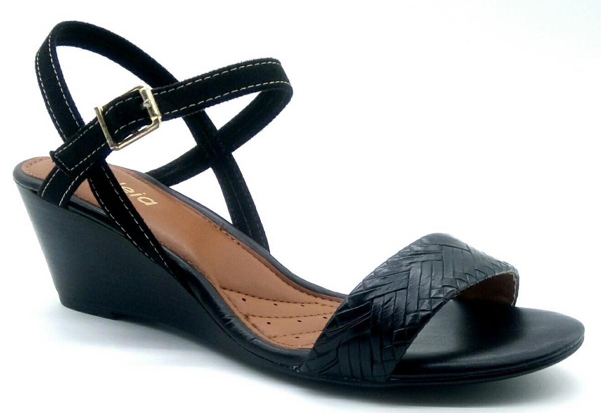 b6ece0ac3 sandália azaléia lev conforto anabela salto baixo cor preta. Carregando  zoom.