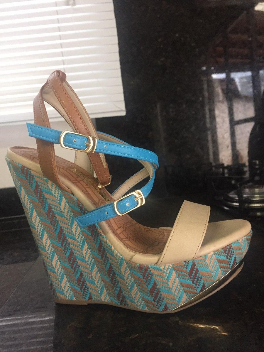 9bb31b923c sandália azul turquesa via marte. Carregando zoom.
