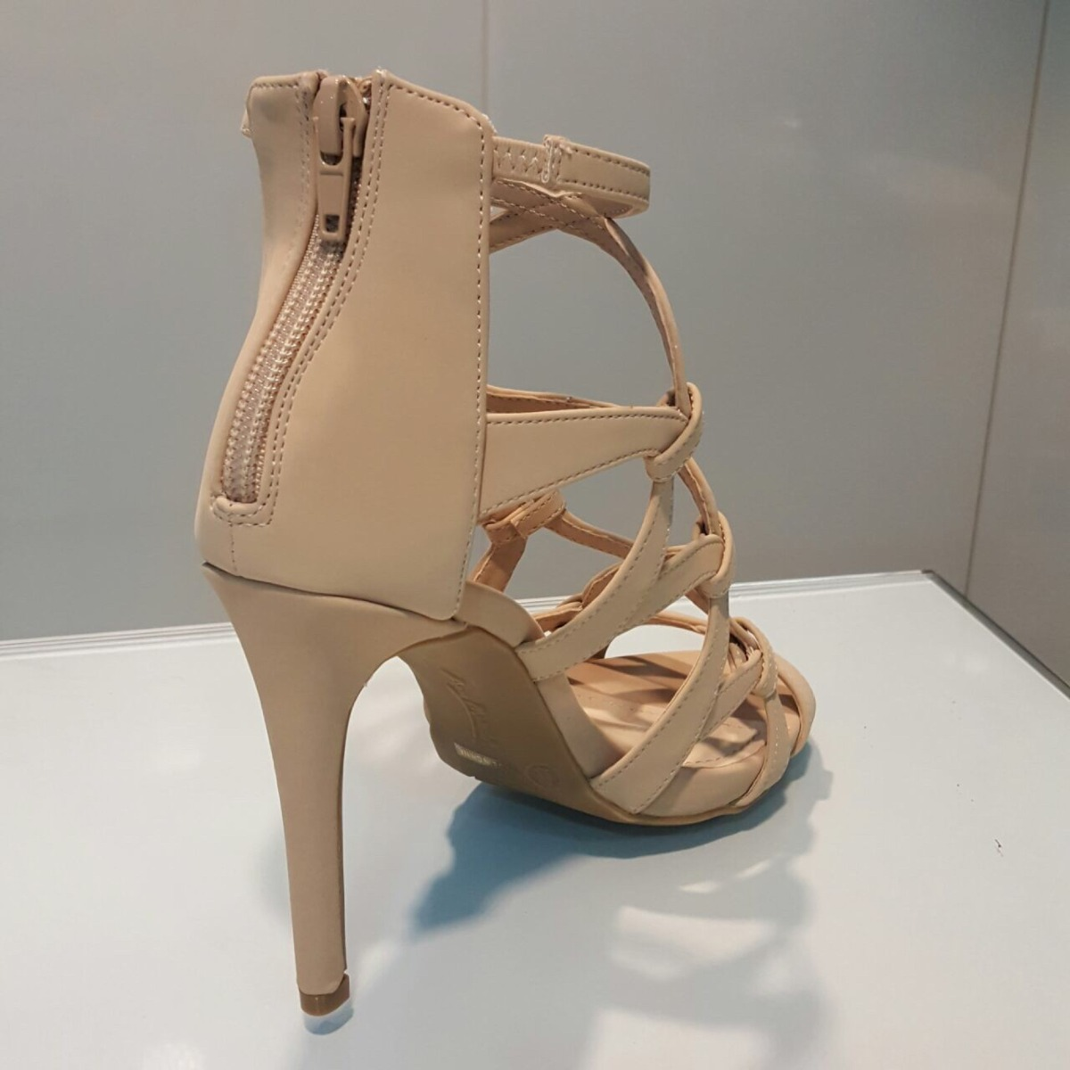 19cb1ec6 sandalia beige nude 39 tacón importada para damas hellas. Cargando zoom.