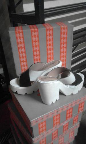 sandalia blanca cuero