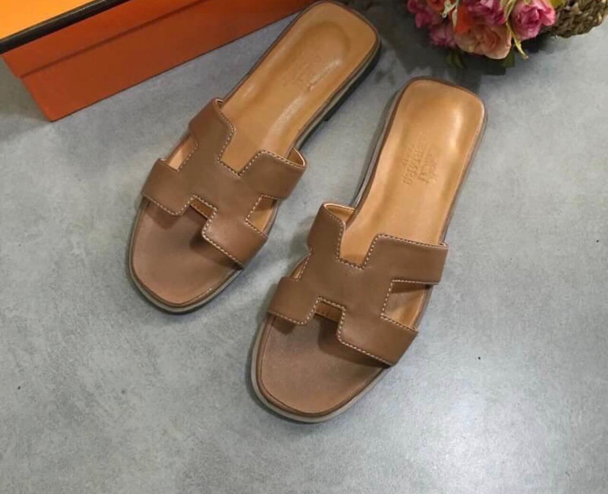 7df1390e2dc Características. Marca Herme  Modelo Flat Hermess  Gênero Feminino  Tipo de  calçado Chinelos  Material do calçado Couro