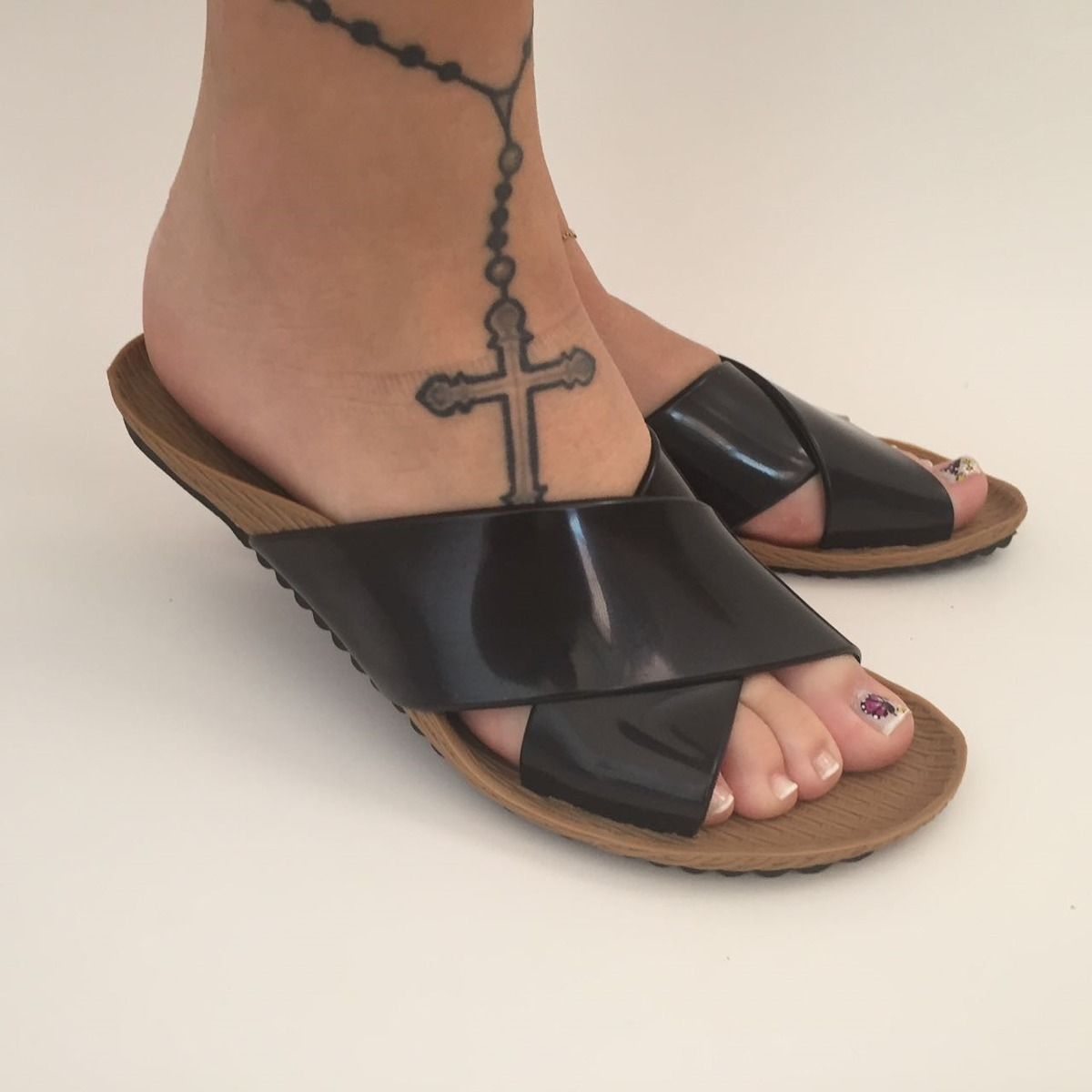 6df0ddc70d sandalia chinelo rasteira rasteirinha preta tiras plastico. Carregando zoom.