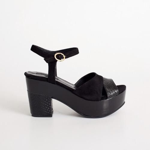 sandalia con plataforma. art milos 3090 negro . otro calzado