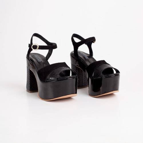 sandalia con plataforma. art milos. otro calzado