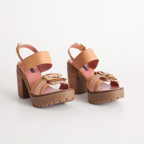 sandalia con plataforma. art niza camel. otro calzado