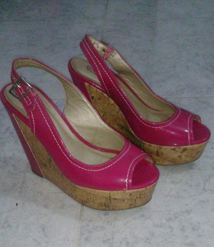 sandalia con suela corcho color fucsia