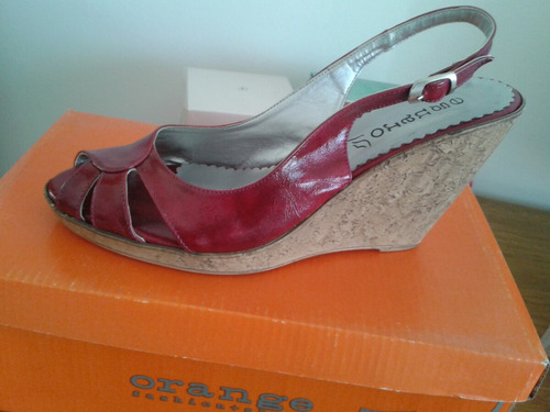 sandalia corcho con plataforma color guinda