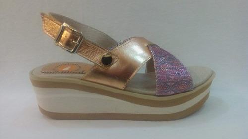 sandalia cuero mujer brillo y hebilla art 5500. marca claris