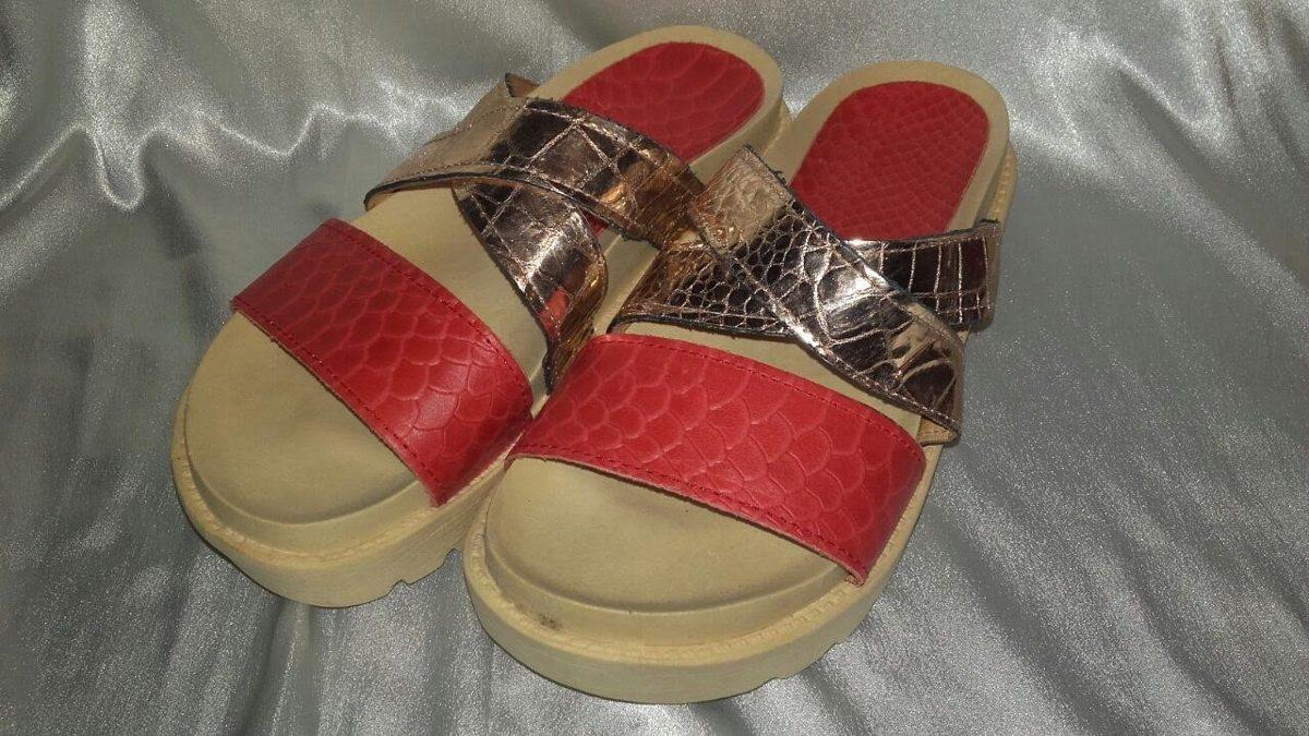 4143a51fa1d sandalia cuero plataforma baja rojo y dorado. Cargando zoom.