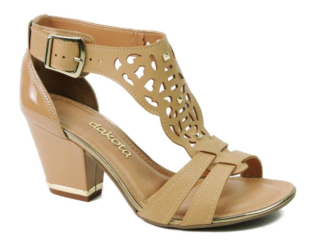 90cbda3683 sandália dakota salto médio grosso com tachas lançamento. Carregando zoom.
