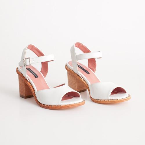 sandalia de charol. art malaga blanco. otro calzado