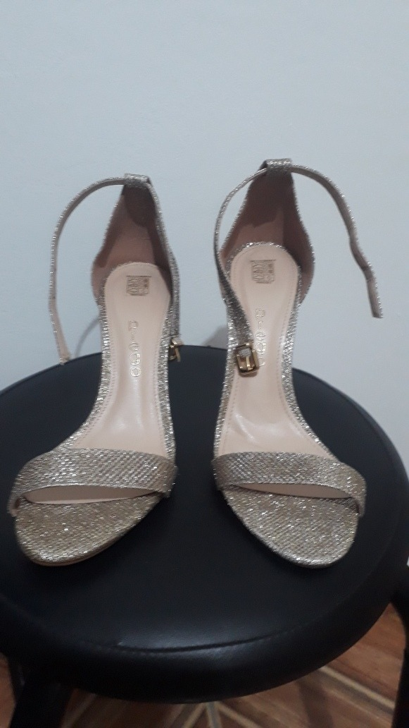 fd9b42e8b Carregando zoom... sandalia de festa linda!! dourada glitter marca prego