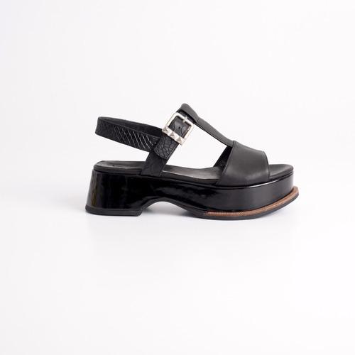 sandalia de plataforma de cuero. art ipanema. otro calzado