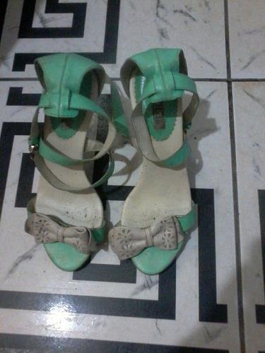 sandalia de salto, marca: via lolo, semi novo .