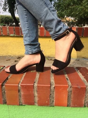 sandalia de tacón bajita mujer color negro moda y elegancia