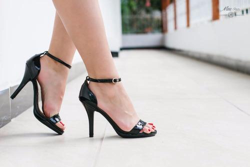 sandália de tirinha preta verniz- frete gratis!