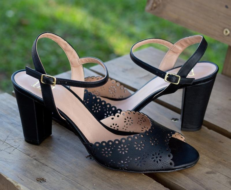 53951011e sandália dm extra preta dme1710801 numeração especial tam. Carregando zoom.