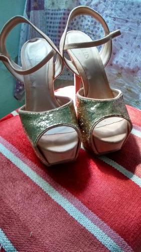 sandália e scarpin ,usado poucas vezes..
