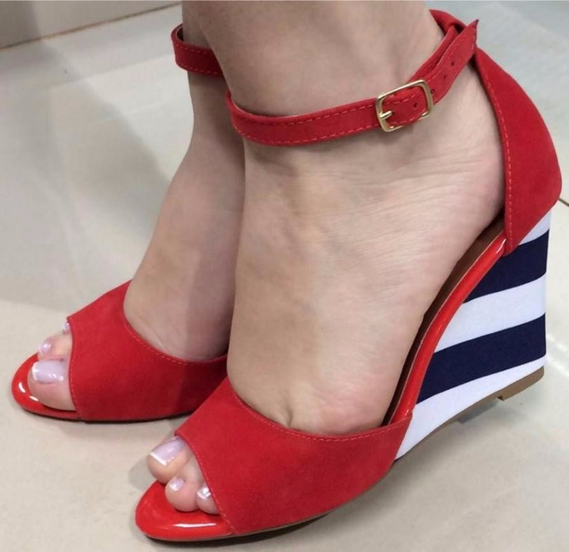 36b753928 sandalia feminina anabela vermelha salto alto com listras. Carregando zoom.