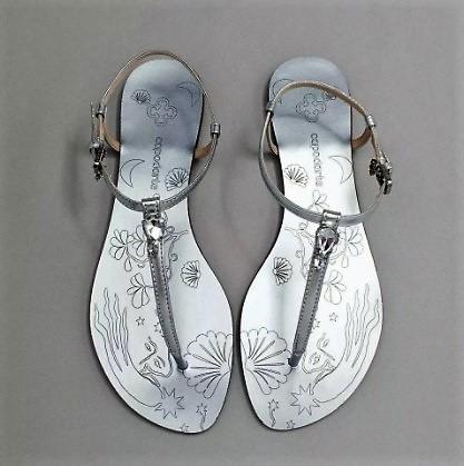 sandália feminina capodarte rasteira metalizado com pedraria