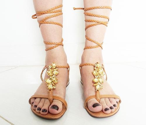 sandália feminina caramelo com pedras e amarração