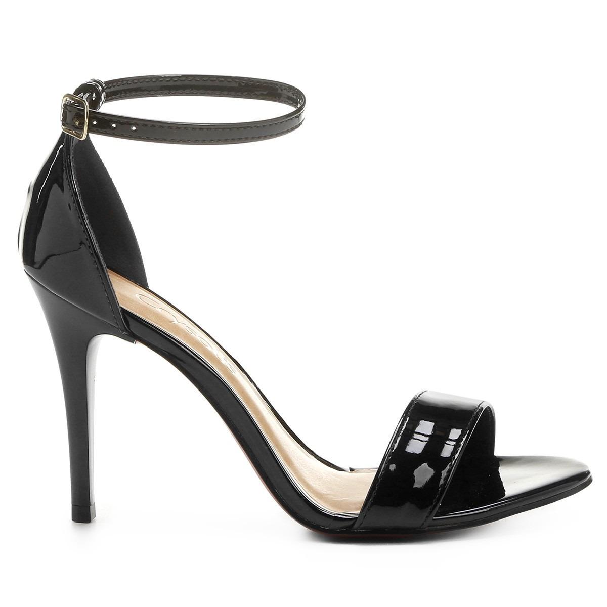 16dd269893 sandália feminina crysalis salto fino verniz preta. Carregando zoom.