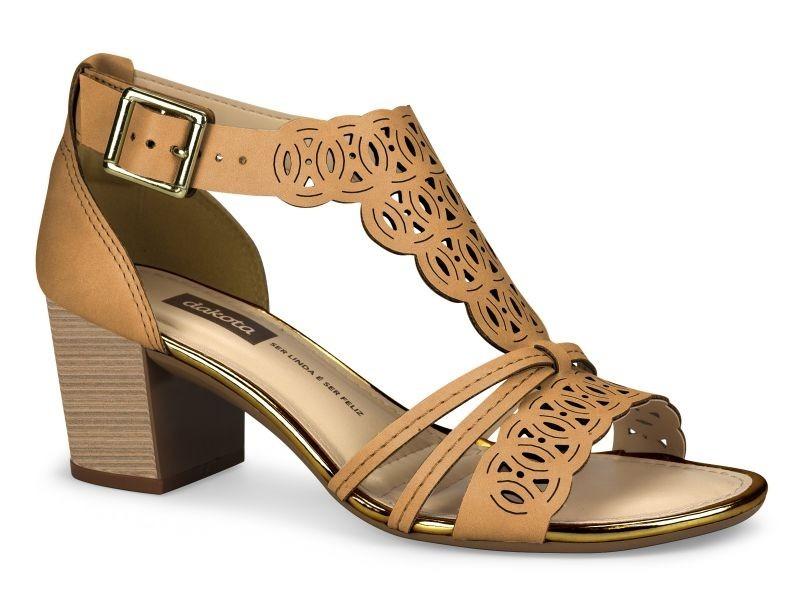 ae5813a23f sandália feminina dakota salto groso bege - z2224. Carregando zoom.